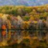 秋色に染まる鏡池
