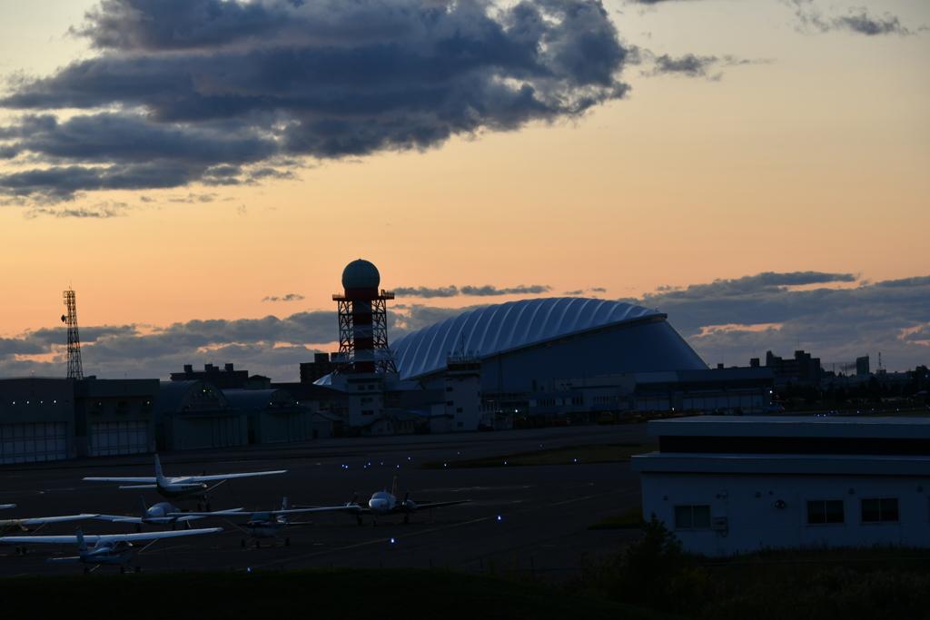 駐機場とイベントドーム
