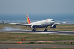 ASIANA TOUCH DOWN