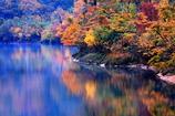 錦繍の須川湖