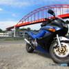 バイクと鉄橋