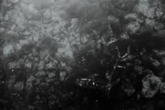 海底の自転車と海面の雲