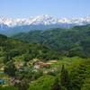 新緑の山村と北アルプス(山村に生きる)