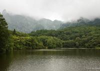CANON Canon EOS 6Dで撮影した(雲が垂れこめる鏡池)の写真(画像)
