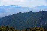 青霞む山並みと富士山