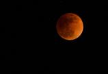 赤き青い月