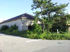 2017/09/04_内向きの像がある建物