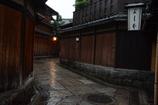 雨の石塀小路