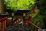 新緑に包まれる貴船神社 北門