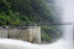 大滝ダム 水の威力