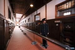 冬、監獄の刑務官