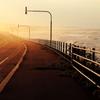 時化と夕焼けの海岸線
