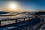 残雪原の朝