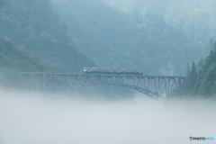 霧上を走る