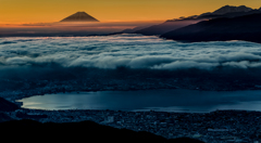 雲海に日が差して