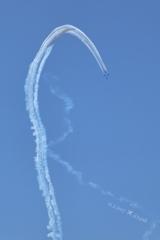 13:40曲芸飛行ブルーインパルス編隊飛行〜青空大空に高く美しく