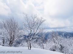 春の雪山②