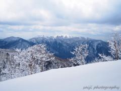春の雪山③