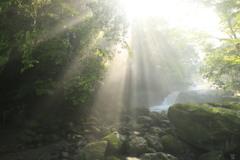 光芒 黎明の滝