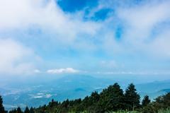 霞む八幡岳