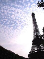 中国のエッフェル塔+夕焼け雲