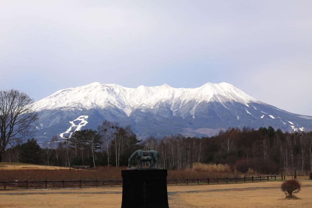 御岳山と木曽馬