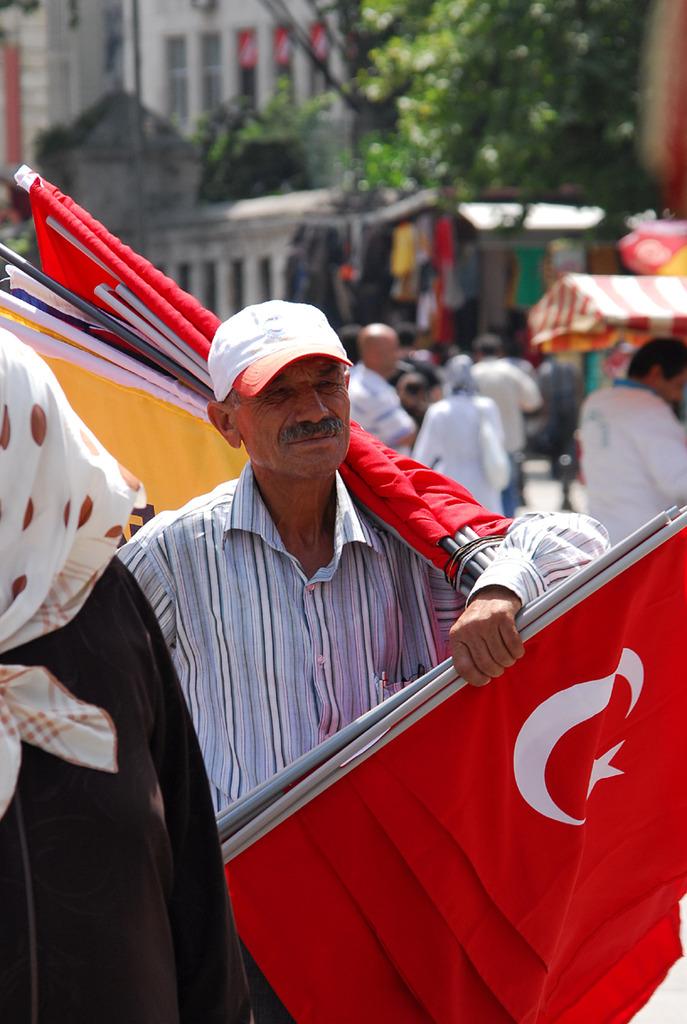 国旗売りのトルコ大好きおじさん