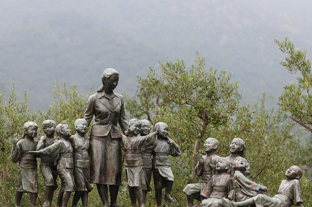 平和の群像