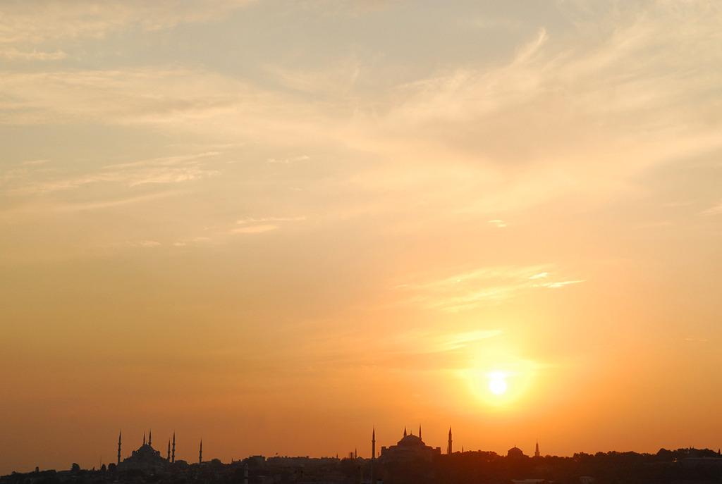 イスタンブール旧市街に沈む夕日