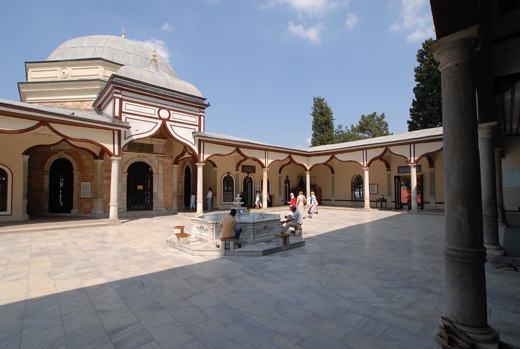 エミール・スルタン・ジャーミィ中庭
