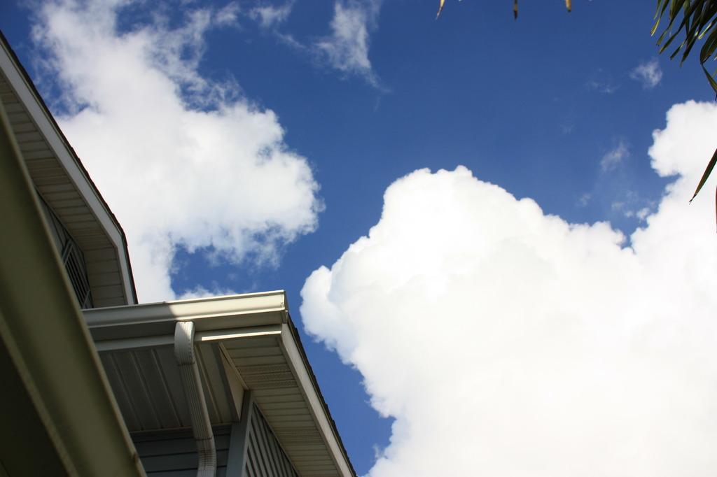 今日も空は青かった