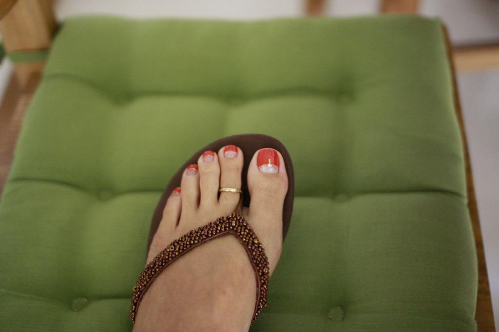 Toe nail