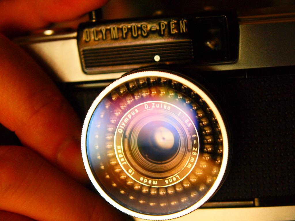 コンパクトカメラは虹色の夢を見るか