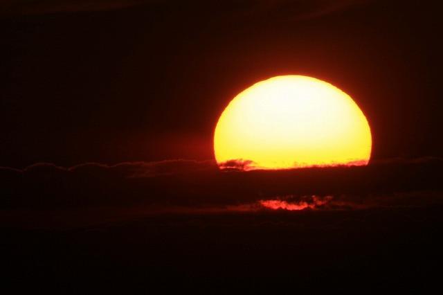 ダイナミックな夕陽