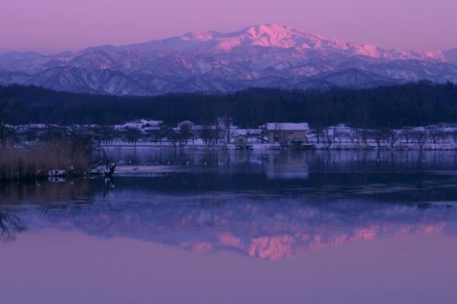 夕陽に染まる白山
