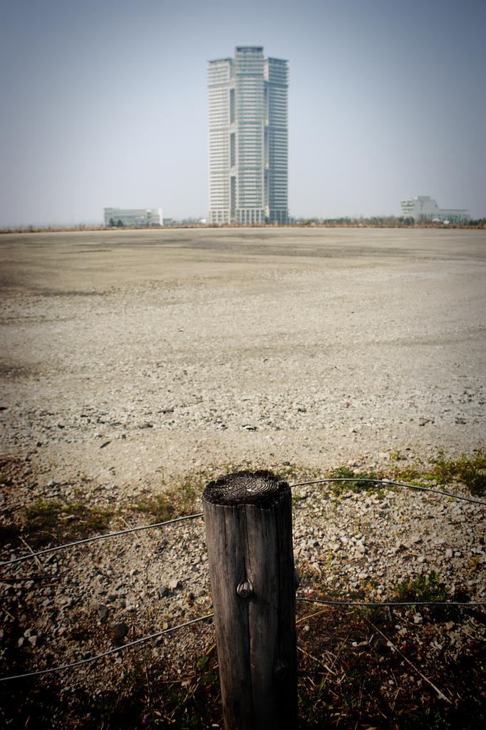 point of view ~とあるビルと丸太杭について~