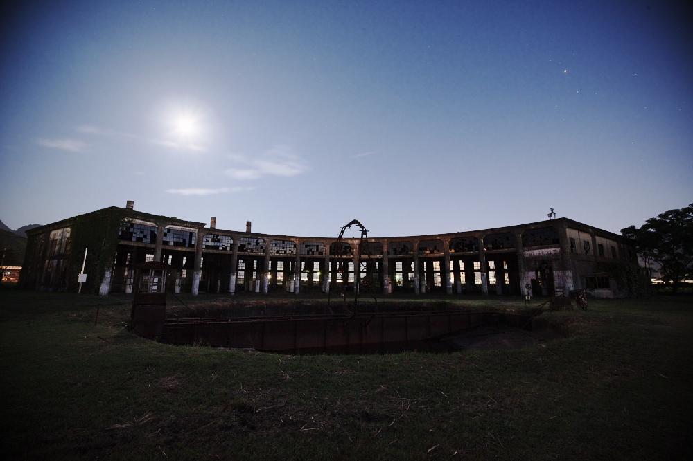 月夜の廃墟