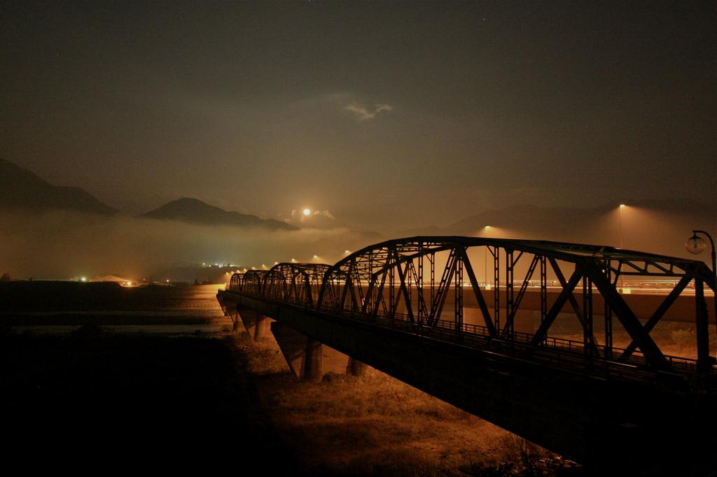 解体を待つ橋 -下流から-