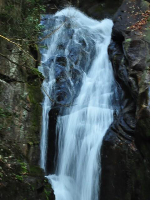仏通寺にある滝