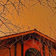 NIKON NIKON D300で撮影した建物(倒れ掛けの十字架)の写真(画像)