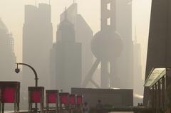 朝もやの上海