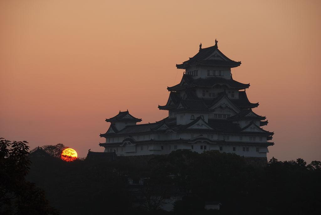 姫路城と日の出