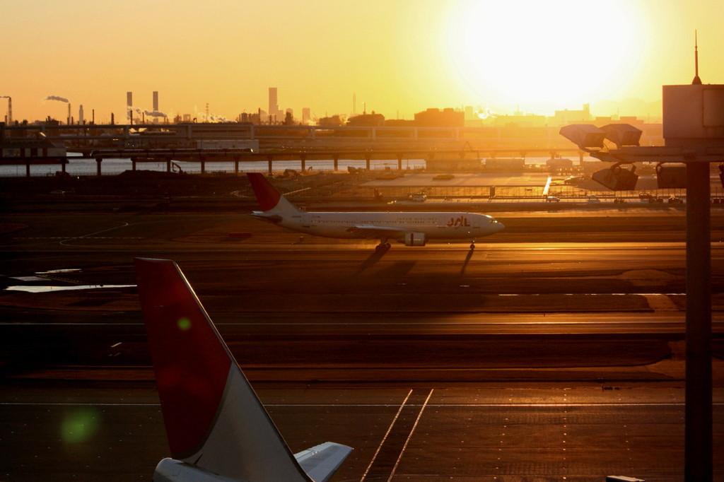 日没間近の羽田空港