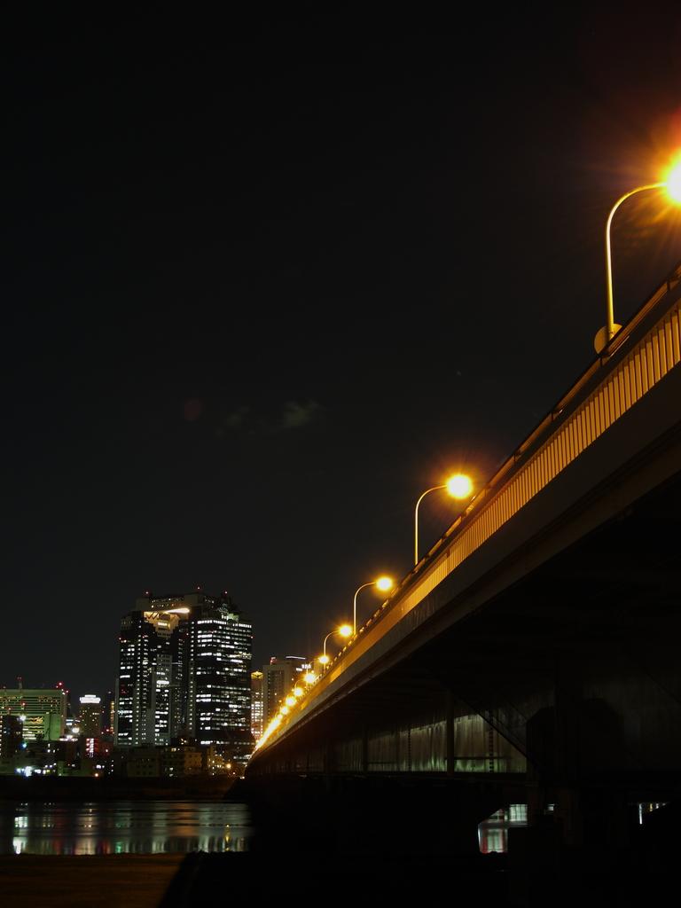 街へ続く橋