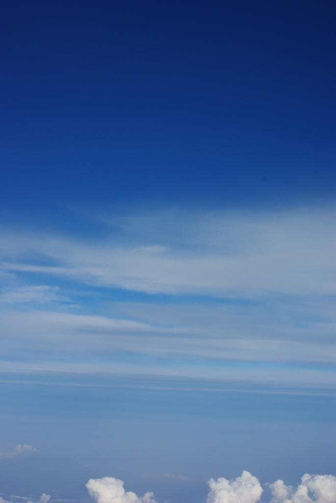 梅雨。雲の上の風景