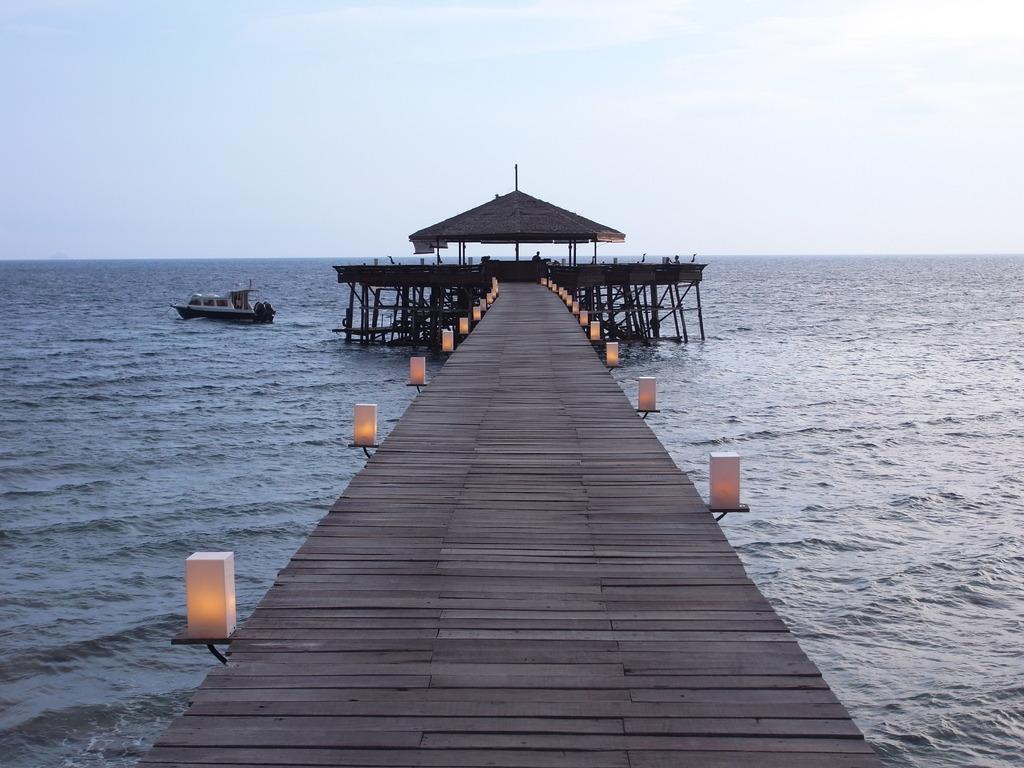 レストランへ続く桟橋