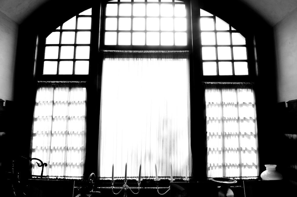 光溢れる窓
