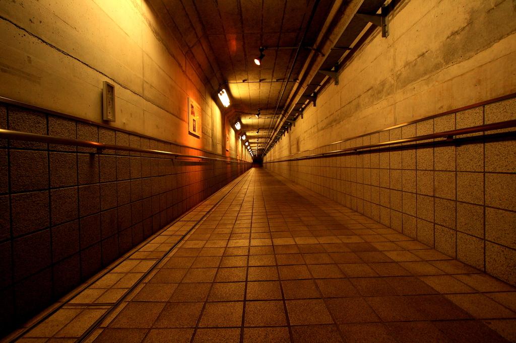 地下道はどこに…