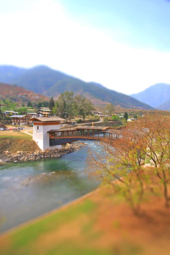 ブータンにかかる橋
