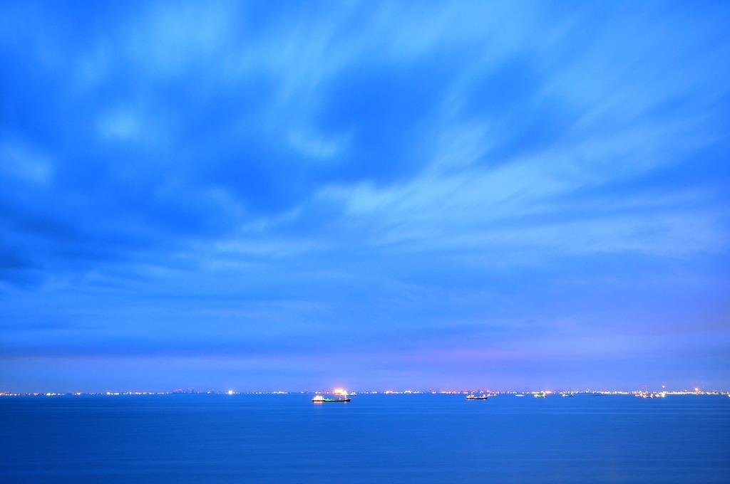 Cloudy Tokyo Bay again...